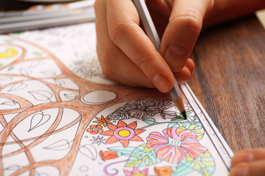 Distraction-Techniques-Adult-art-colouring-for-pain-management-and-stress